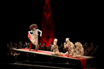 Cia de Dança Butô Dairakudakan Temputenshiki no espetáculo Secrets of Mankind