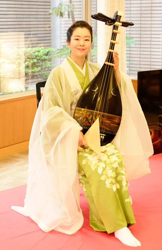 sakurai_akiko_biwa_bx